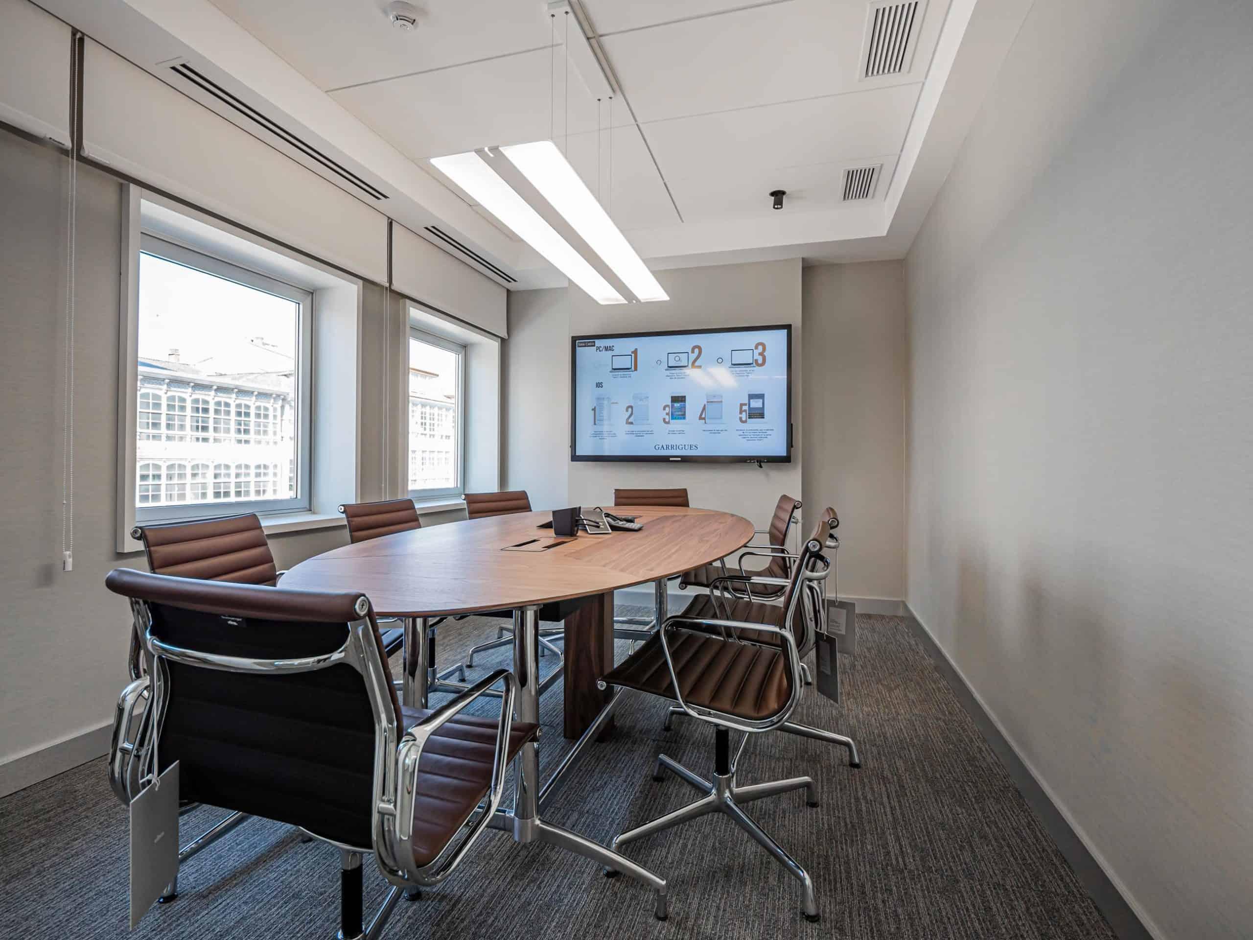 Imagen de sala reuniones proyecto Design&Build oficinas Garrigues
