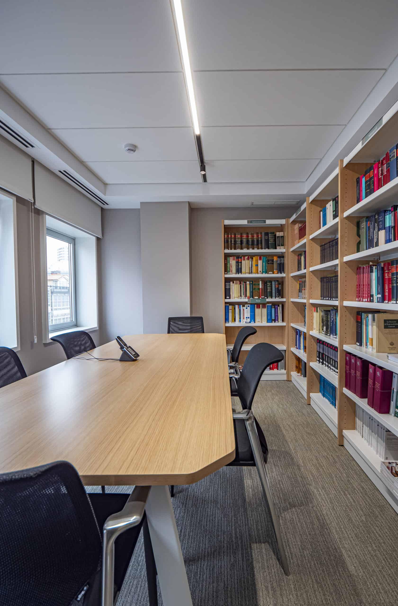 Imagen sala trabajo proyecto Design&Build oficinas Garrigues