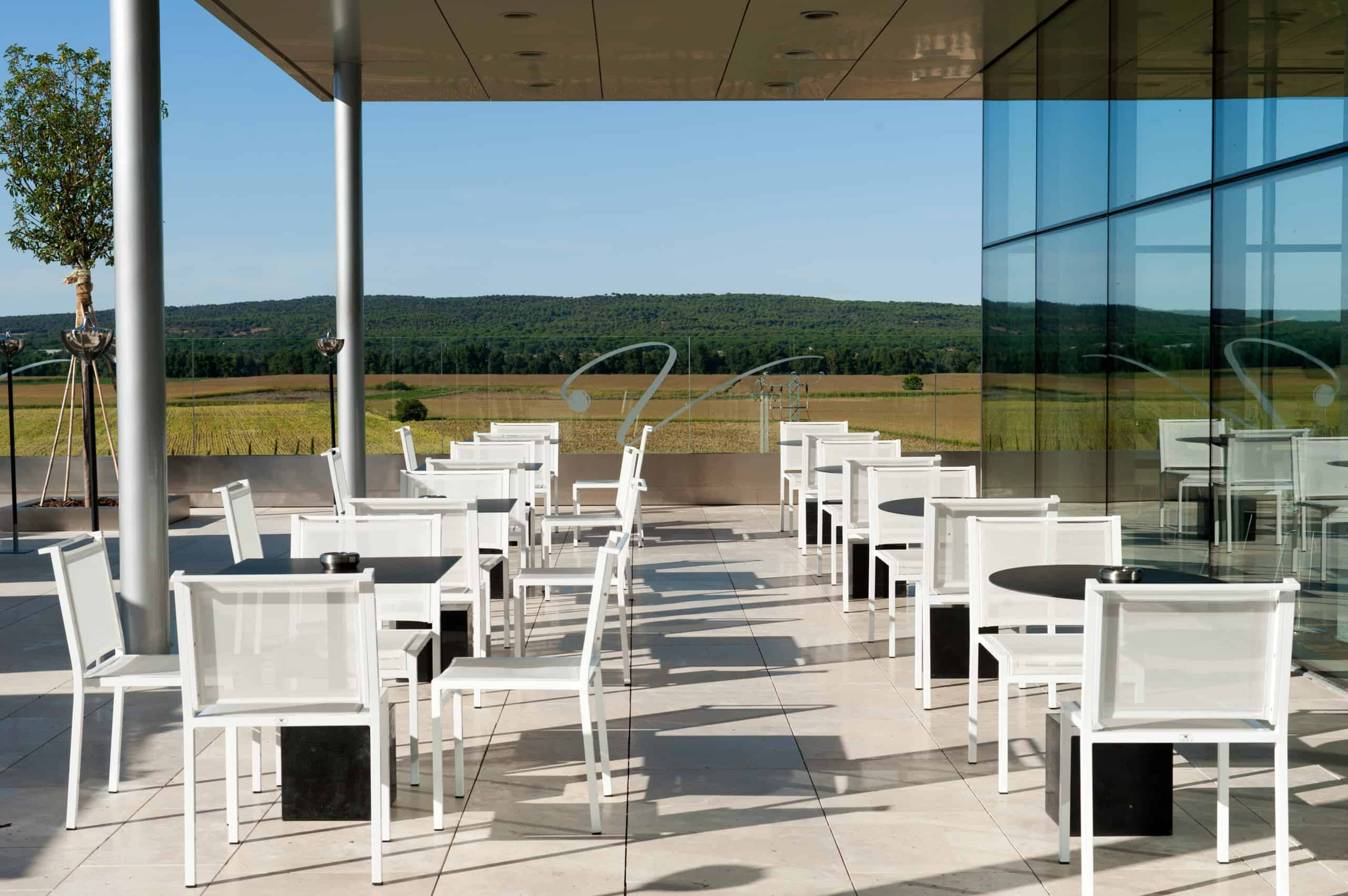 Imagen del equipamiento terraza exterior hotel Valbusenda