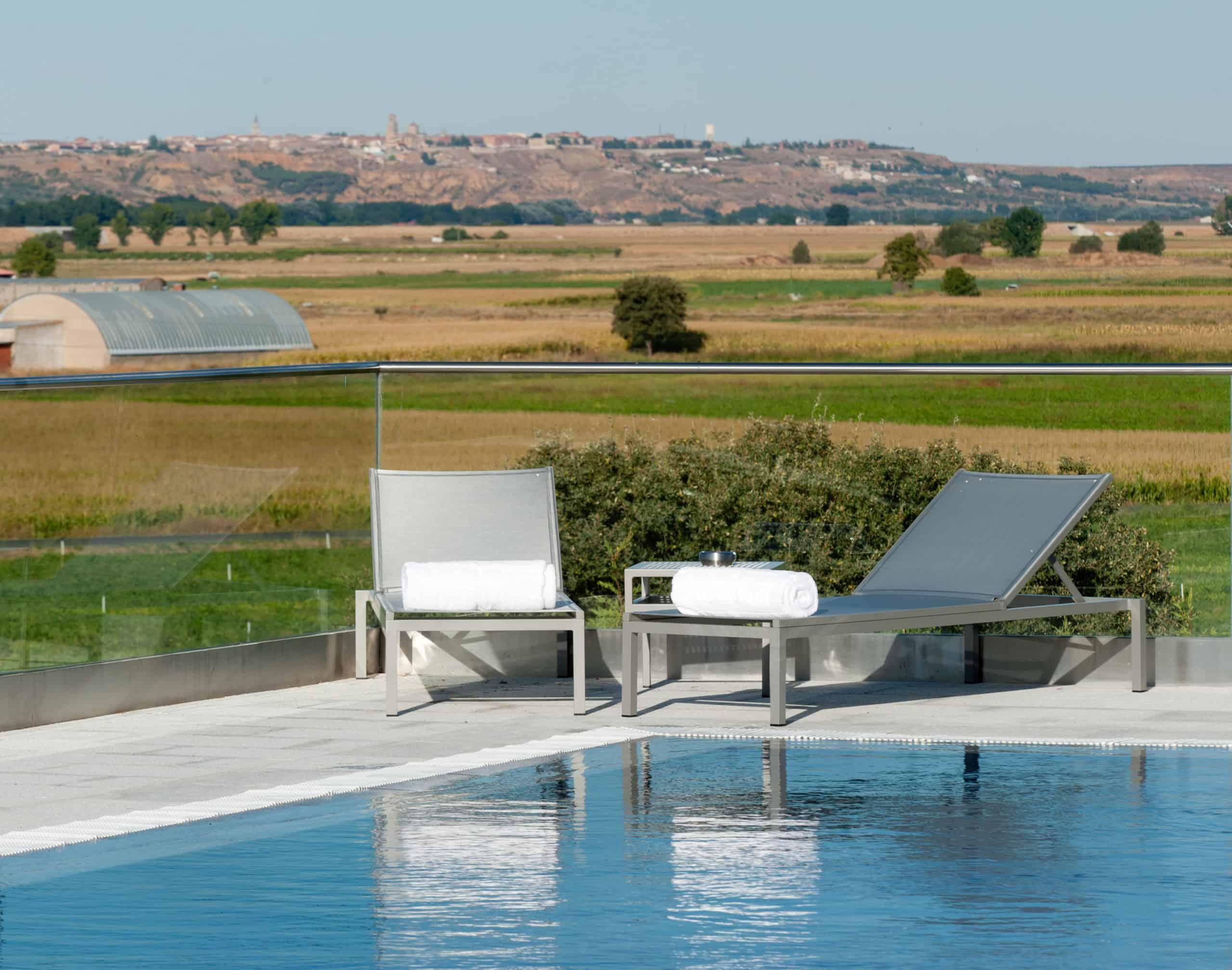 Imagen del equipamiento piscina exterior hotel Valbusenda