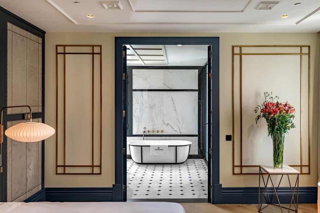 Imagen del equipamiento entrada baño hotel Coolrooms Atocha