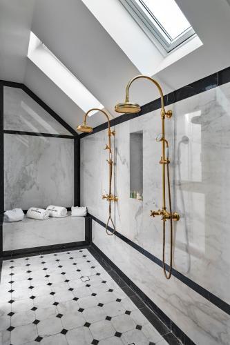 Imagen del equipamiento duchas hotel Coolrooms Atocha
