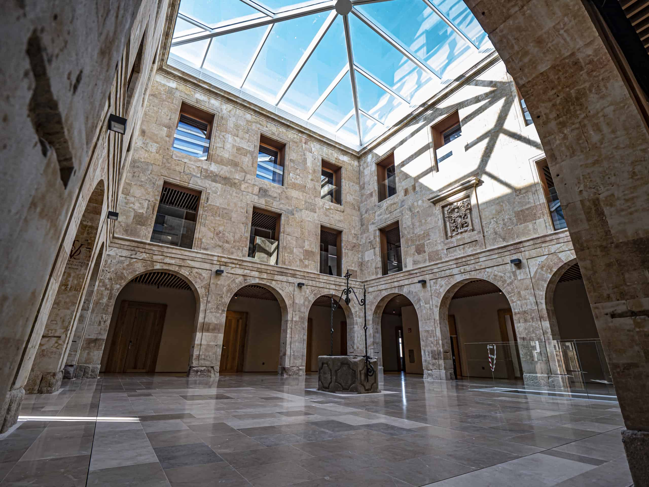 Aulario de Cursos Internacionales de la Universidad de Salamanca | P1122649 scaled