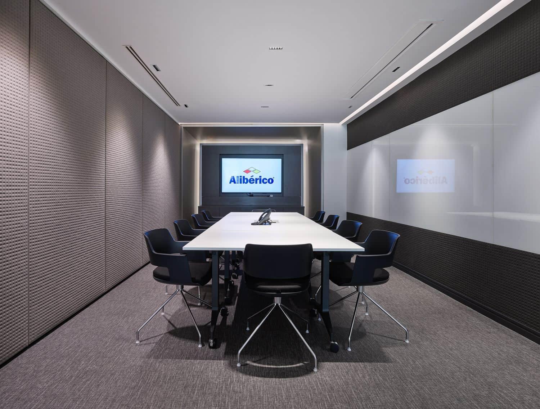 Imagen sala de reuniones oficinas Alibérico